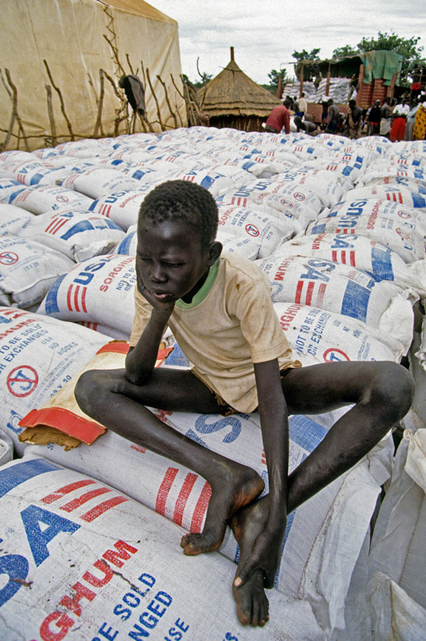 USA emergency sorghum grain donations for Southern Sudan : CRISIS : Viviane Moos |  Documentary Photographer