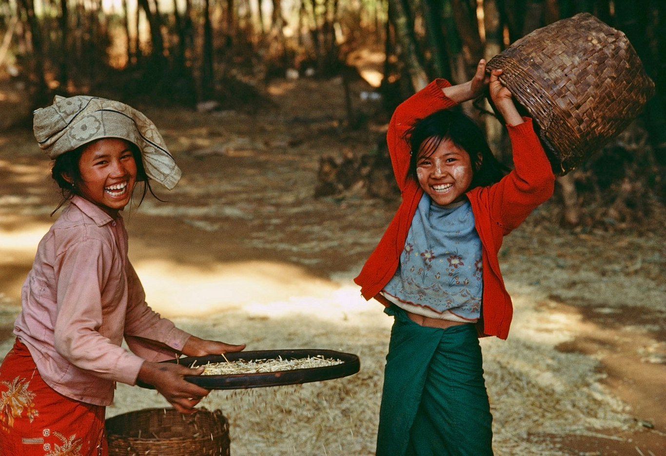 Farm children in Burma :  DAILY LIFE; The Rich, the Poor & the Others : Viviane Moos |  Documentary Photographer