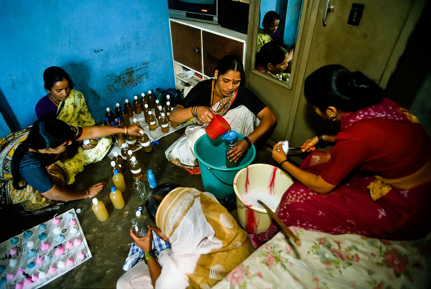 Microbusiness - women's candle-making enterprise in Kerala, India : BUSINESS & INDUSTRY : Viviane Moos |  Documentary Photographer