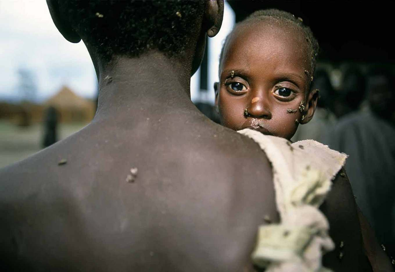 A father brings his sick son to a day-lift medical center in Southern Sudan  : CRISIS : Viviane Moos |  Documentary Photographer