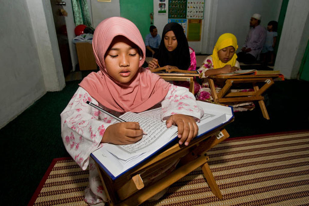 Private lessons, girls learning Arabic so they can read the Koran. KL : RELIGION : Viviane Moos |  Documentary Photographer
