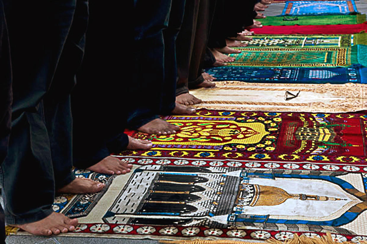 Muslim Prayer rugs : RELIGION : Viviane Moos |  Documentary Photographer
